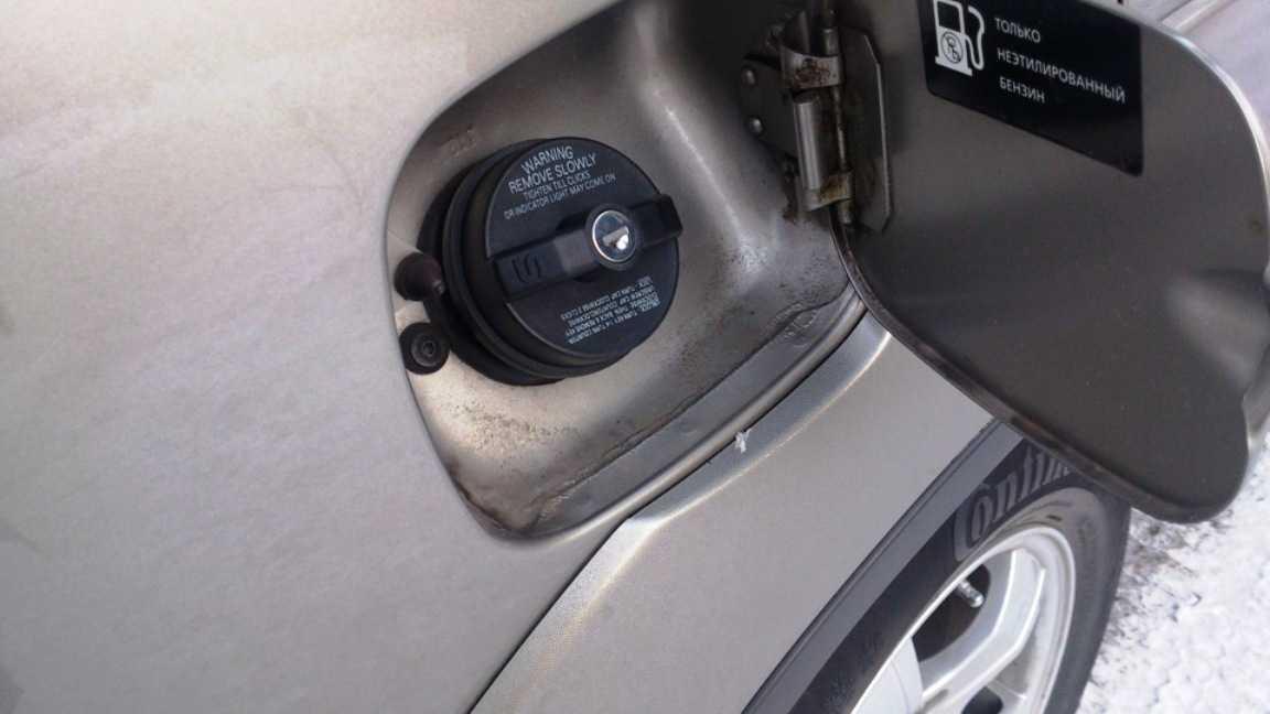 как удалить воду из бензобака автомобиля зимой