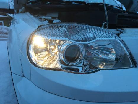 Порядок замены ламп в фарах автомобиля Шевроле Нива